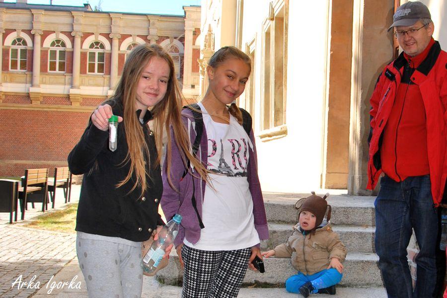 dziewczynki z fiolką