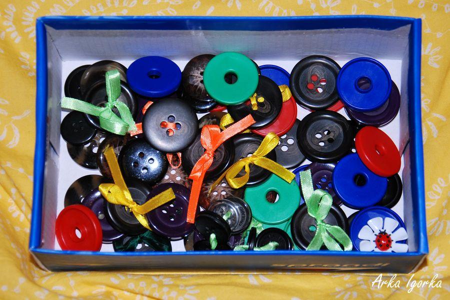 guziki w pudełku